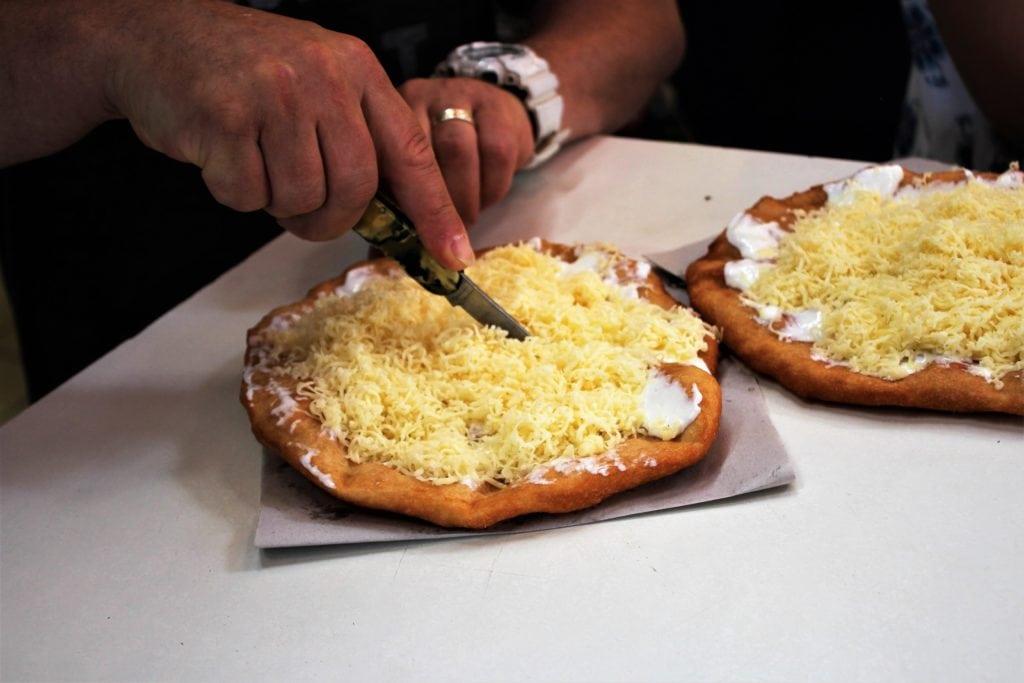 co zjeść w Budapeszcie langosz