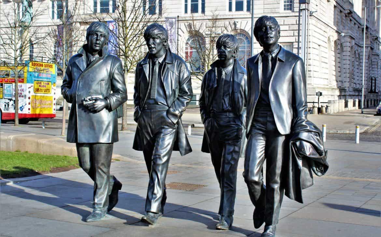 pomnik beatlesów liverpool